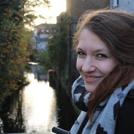 Ann (21) ging nach dem Abitur ins Ausland.