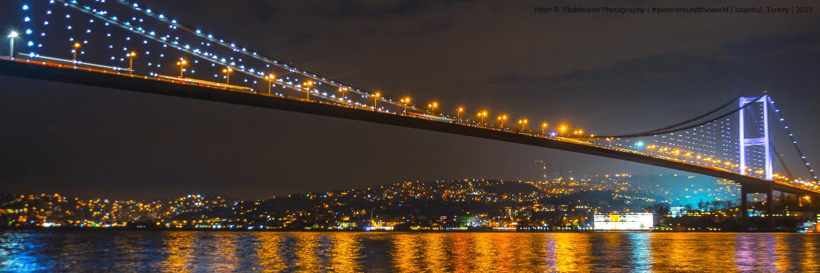 Die Bosporus-Brücke verbindet Europa mit Asien.