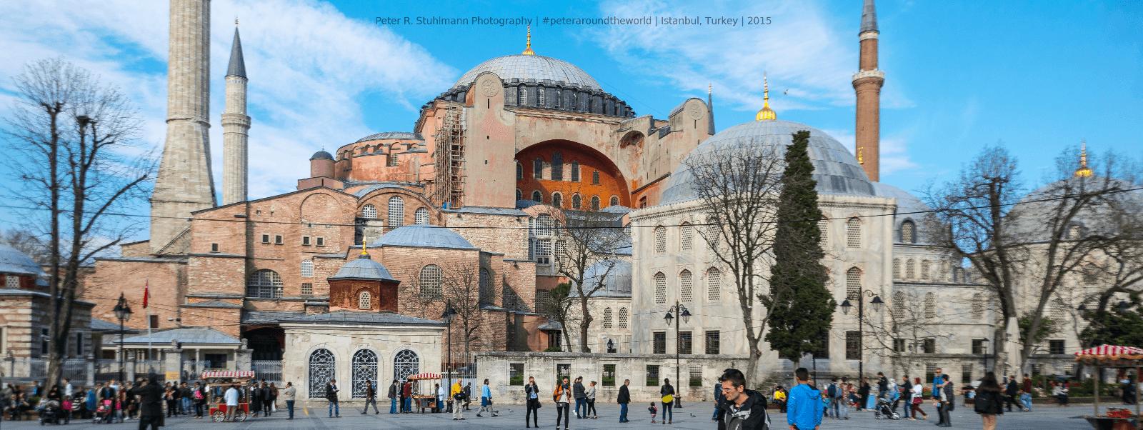 Istanbul Sehenswürdigkeiten: Die 1500 Jahre alte Hagia Sophia ist architektonische Meisterleistung und beeindruckt bis heute.