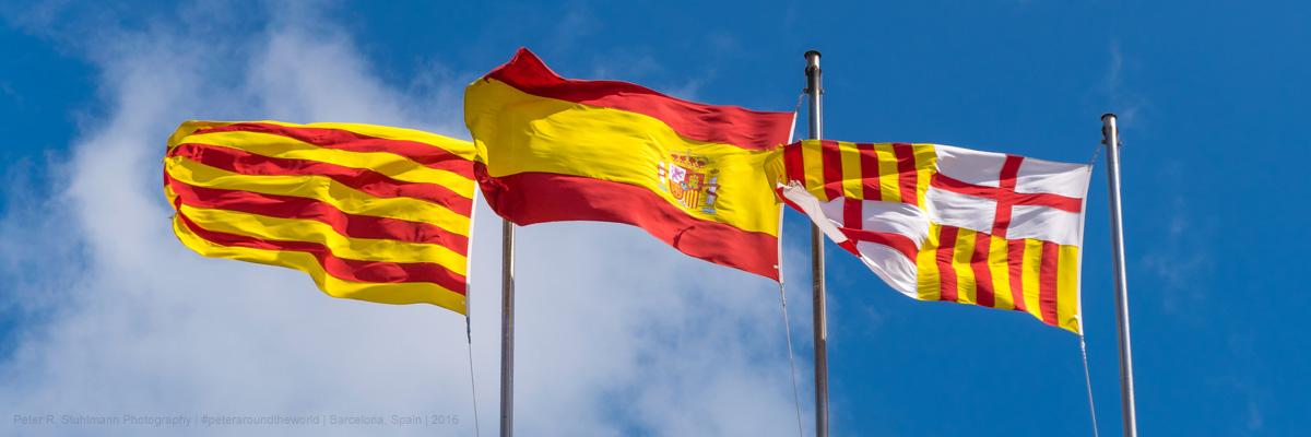 Flaggen auf dem Rathaus von Barcelona. Beitrag: Die katalanische Sprache.