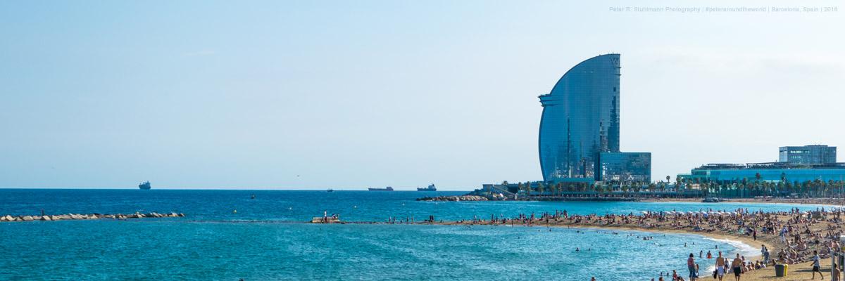 24 Stunden in Barcelona: Nahe des Strandes von Barceloneta sieht man das Luxus-W-Hotel von Barcelona.